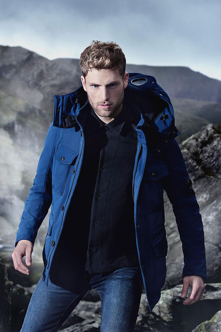Tessuti-fashion-campaign-men-blue-jacket-768px-wide