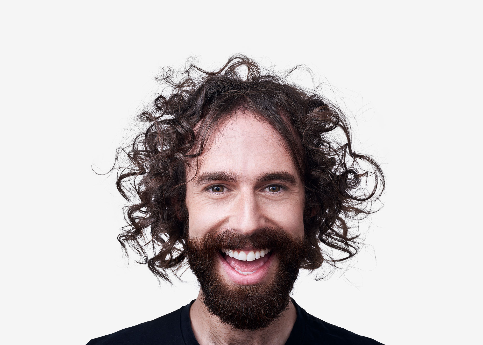 Waldo-contact-lenses-see-the-happiness-campaign-guy-long-curly-hair-smiling-sane-seven-2000px-wide
